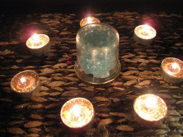 Las velas doradas aseguran el exito