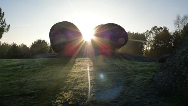 Cuando el  Sol cruza entre las dos piedras es  uno de los momentos mas mágicos que puedes vivir