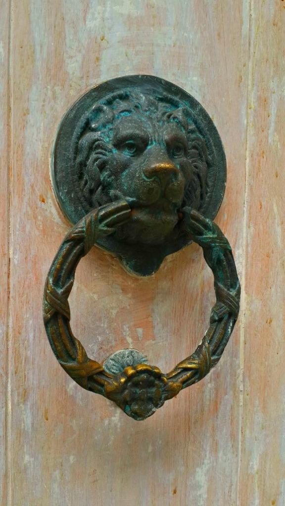 Doorknob-Leon