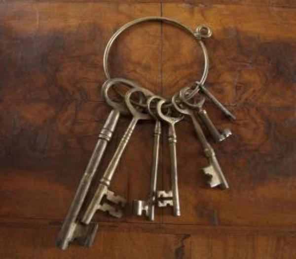 llaves-antiguas-skeleton_19-122538